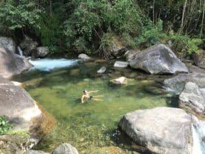 Homem dentro do rio de Visconde de Mauá