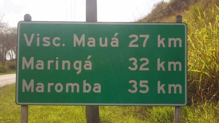 Placa coma distâncai que falta até a pousada: 35km