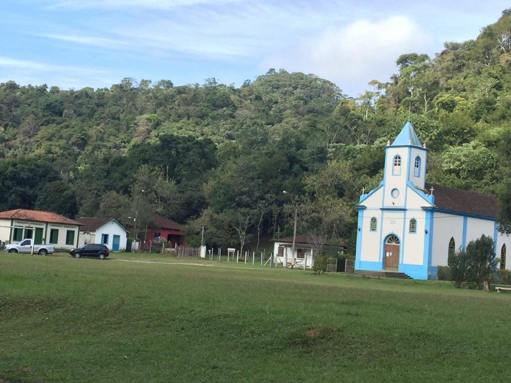 Igreja no gramado em Visconde de Mauá