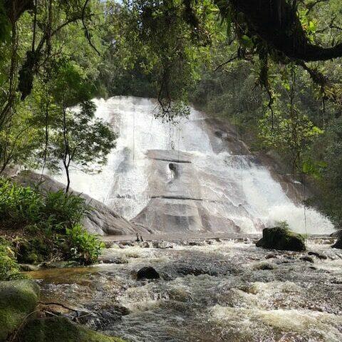 La cascada de Santa Clara y su muro de piedra, el más alto de los Viscondes de Mauá