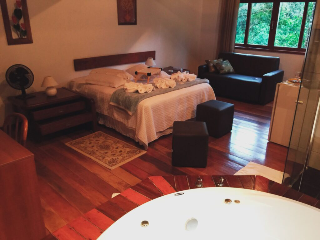 Chalet in Visconde de Mauá with front room and bathtub