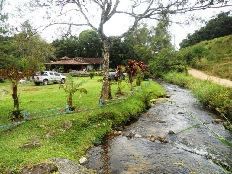 Casa ao lado do rio em Visconde de Mauá na fronteira de dos estados de MG com RJ