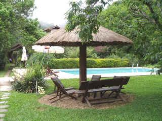 Quiosque e piscina da pousada Recanto do Pinheirão