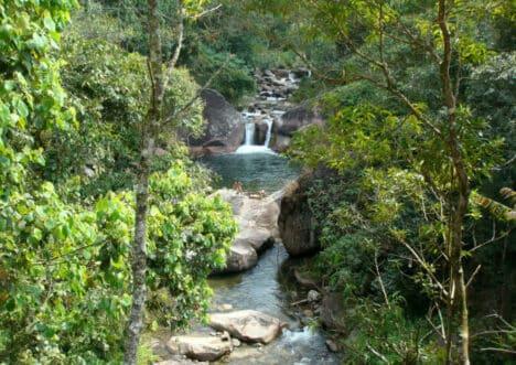 Rio entre pedras na Cachoeira Poção da Maromba em Visconde de Mauá