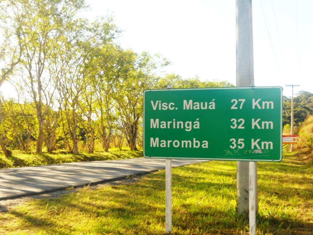 Placa sinalizando a chegada a Visconde de Mauá
