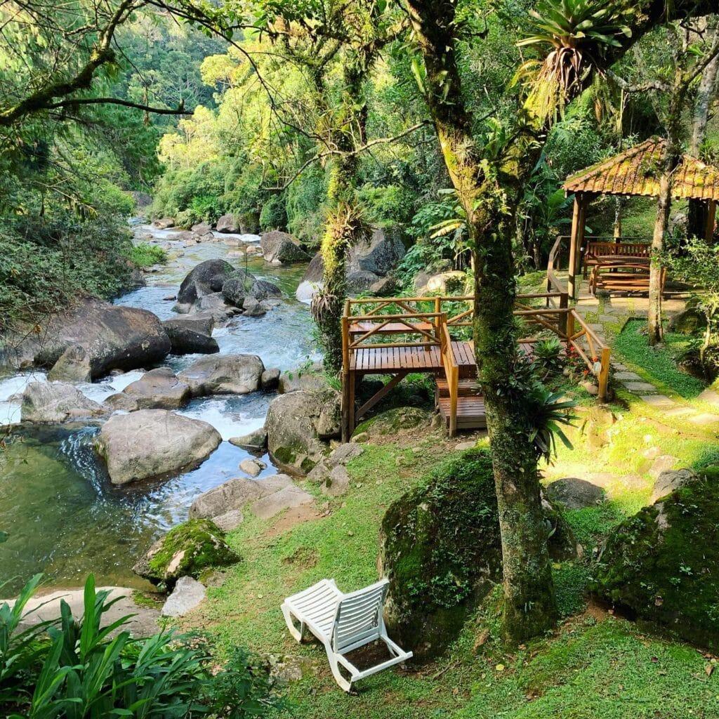 Rio de Visconde de Mauá passando pela pousada Jardim das Águas