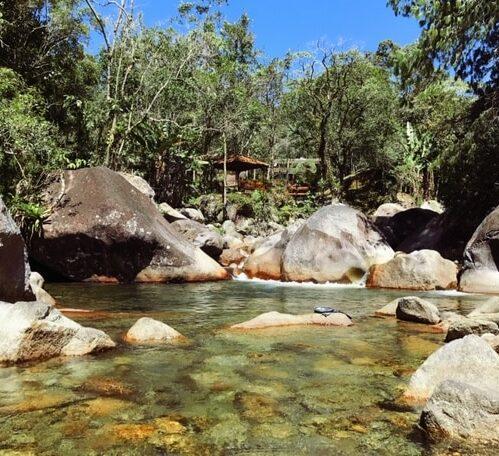 Rio de Visconde de Mauá cortando a pousada