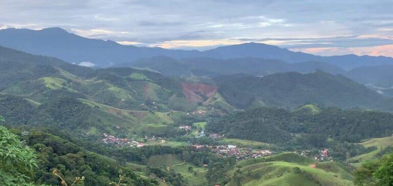 Vista panorâmica das Montanhas de Maua