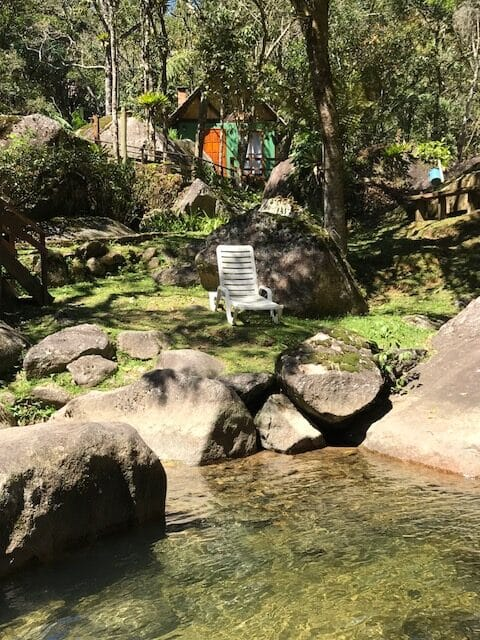 Chalé da Pousada Jardim das Águas em Visconde de Mauá de frente para cachoeiras