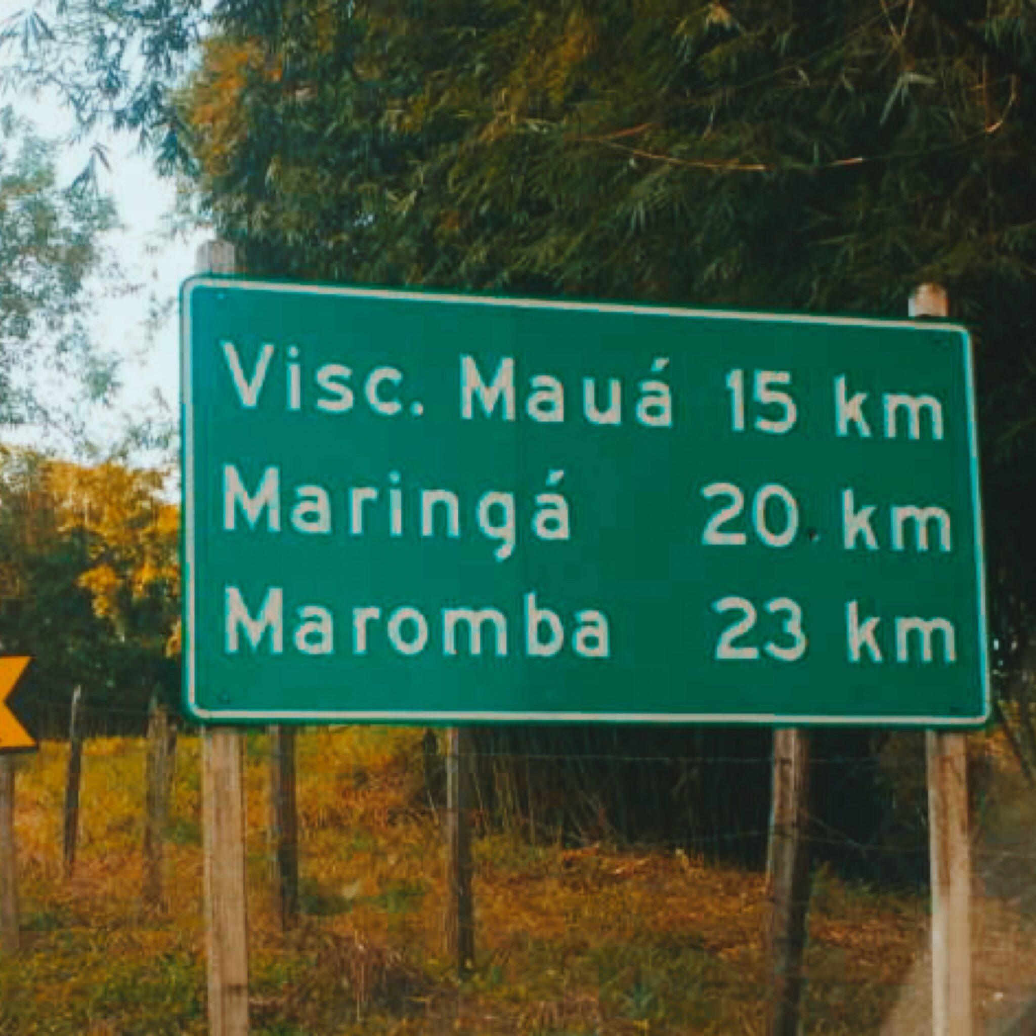 Placa na estrada para Visconde de Mauá