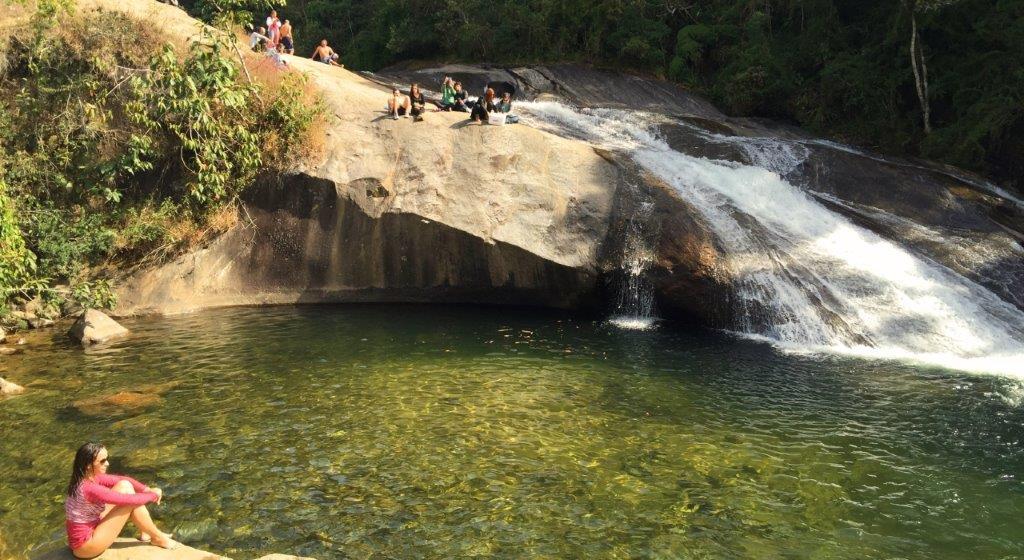 Piscina natural entre pedras em Visconde de Mauá