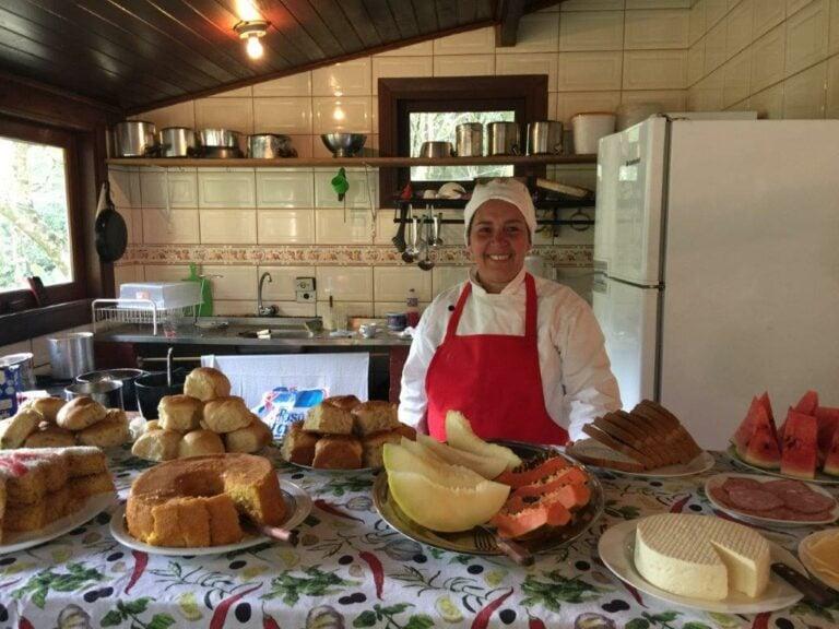 Cozinheira da pousada em Visconde de Mauá e suas guloseimas