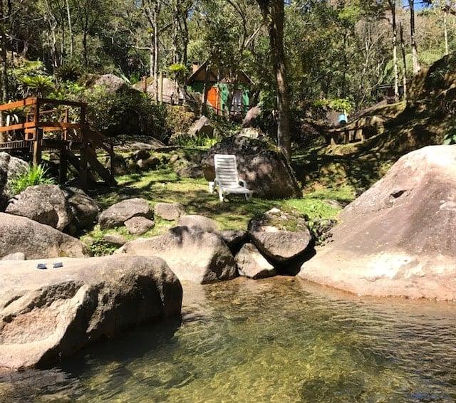Chalé com o rio de Visconde de Mauá na frente
