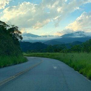Estrada em asfalto para chegar em Visconde de Mauá