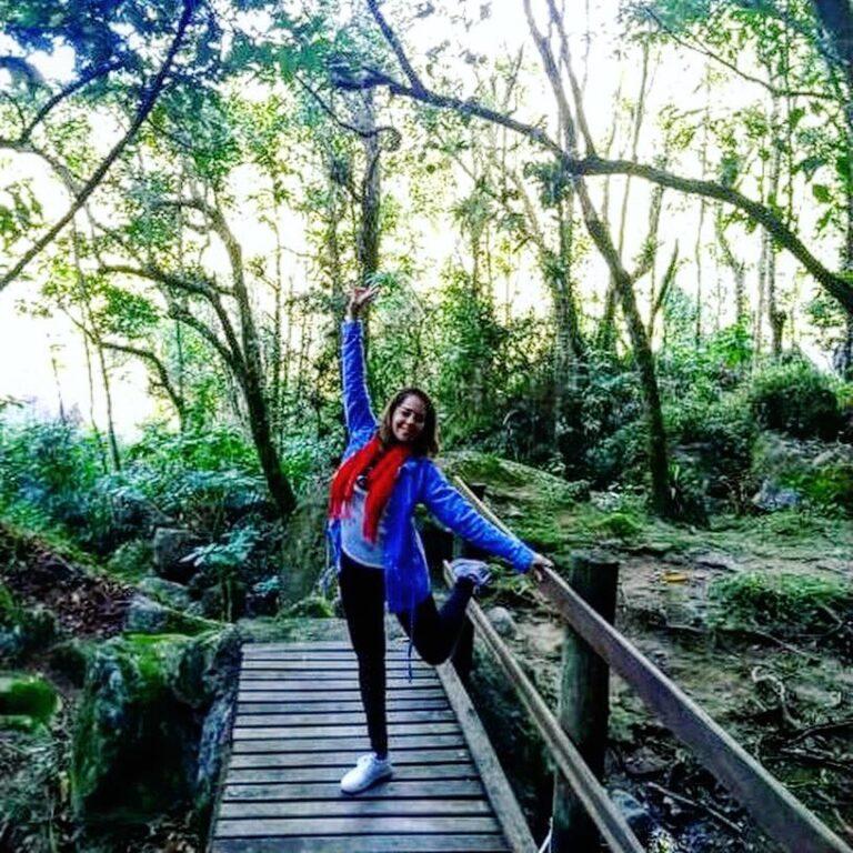 Hóspede na ponte da pousada em Visconde de Maua