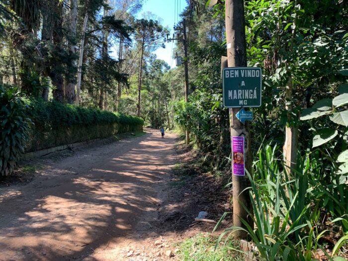 Trilha de terra na vila de Maringá s em Visconde de Mauá