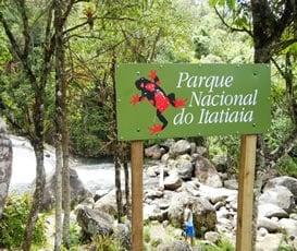 Placa do Parque Nacional de Itatiaia em Visconde de Maua